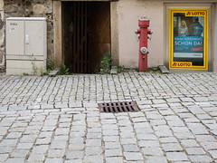 2016-09-20 (schauplatz) Tags: bayerischerwald bayerwald deutschland lamerwinkel urlaub hydrant strase stillleben stilllife stromkasten werbung advert