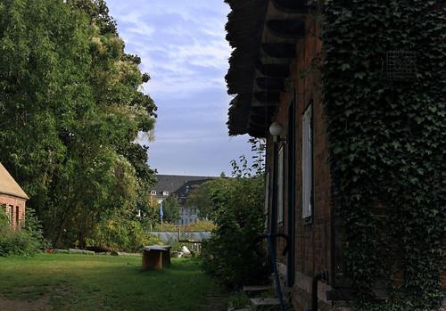 """Historischer Bauhof, Eutin (15) Vogtkate und Rettberg-Kaserne • <a style=""""font-size:0.8em;"""" href=""""http://www.flickr.com/photos/69570948@N04/30002293390/"""" target=""""_blank"""">Auf Flickr ansehen</a>"""