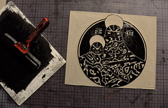 Iconoiid: Gravure et impression (Teratoiid) Tags: church monster marie bruxelles tshirt icon satan linocut shooting tshirts enfant orthodoxe glise impression icone satanic monstre jsus religieuse linogravure vierge theotokos crateur montres satanique teratoiid iconoiid