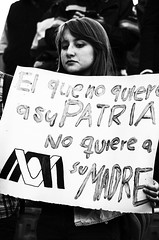 El que no quiere a su patria, no quiere a su madre (snarulax) Tags: street city portrait white black blanco students girl sign mexico march calle missing chica retrato negro protest mother photojournalism ciudad protesta journalism madre desaparecidos 43 cartel periodismo marcha estudiantes fotoperiodismo decepcin ayotzinapa