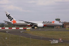 787 VH-VKD (joolsgriff) Tags: boeing jetstar sydneyairport yssy dreamliner 7878 vhvkd