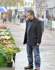 MAN in RETFORD TOWN SQUARE MARKET, NOTTINGHAMSHIRE_RAP9556 XRB (Roger Perriss) Tags: flowers man display stall nottinghamshire shoppers townsquare retford d600