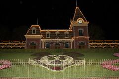 Disneyland Railroad Station (GMLSKIS) Tags: california disneyland disney amusementpark anaheim disneylandrailroad