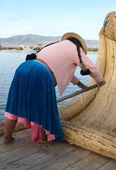 Gloria! ( 2 ) (SEAMANCRETE) Tags: lake peru uros titicaca reeds boat rowing puno samerica