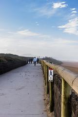 Dernière ligne droite (franck.bats) Tags: blue sea sky mer france beach canon sand sable course ciel jogging plage marche 1755 océan 600d