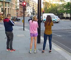 'Street Shooters' (EZTD) Tags: inglaterra england london photography foto image photos photographers photograph fotos londres angleterre ingles lin londra cityoflondon londinium 2016 londonist londonengland capitalcity holborncircus londonistas linphotos thisislondon mylondon londonimages imagesoflondon londonista allabouttheimage eztd eztdphotography canonpowershotsx240hs eztdphotos eztdgroup londonimagenetwork pictoriallondon londonmylondon eztdfotos may2016 photosdelondres