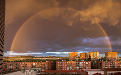 Arco iris (chuscordeiro) Tags: madrid espaa color arcoiris canon atardecer rainbow ciudad cielo panoramica nubes 7d turismo atmosfera 1755 airelibre arcodavella fenomeno
