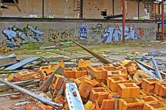 Gult tegel (Quo Vadis2010) Tags: art tom painting graffiti se ruins paint grafitti message sweden empty konst doodle graffitti expressive scrawl lonely sverige solitary revolt scribble halmstad tegel disrepair klotter halland industri industrialruins unoccupied ödslig måla målning bostäder rivning förfall övergiven bruk kludd väggmålning budskap slottsmöllan abandonedruin tegelbruk spraya meansofexpression affärer självförverkligande enslig övergivenindustri industriiförfall municipalityofhalmstad formerbrickworks youthrevolt halmstadkommun norrainfarten wayofexpressingoneself uttrycksform sättattuttryckasig ungdomsrevolt synliggörande industryindisrepair föredettategelbruk underrivning kommandebostadsbebyggelse spreja konstnärligayttringar slottsmöllansbruk