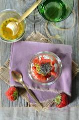verrine ricotta fraise passion (zesttangerine) Tags: dessert chia passion ricotta fraise fruitdelapassion vgtarien verrine grainesdechia