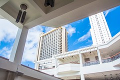 Open Air Lobby at Waikiki Beach Marriott Resort & Spa (Oliver Leveritt) Tags: nikond7100 oliverleverittphotography marriott waikiki hawaii oahu lobby building structure afsdxvrnikkor18200mmf3556gifed waikikibeach