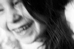 Muvete con alegra (Pirata Larios) Tags: familia canon retrato movimiento nia jugar mayo alegria sonrisa felicidad juego risa 2015 60d carloslarios
