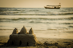 The castle (ericbeaume) Tags: ocean sea castle beach boat sand nikon cambodge cambodia waves horizon 18105mm d5100 ericbeaume