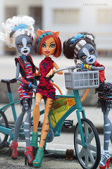 We are your friends. (PruchanunR.) Tags: monster high doll mattel purrsephone toralei meowlody