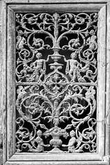 la grille de porte DxOFP Ilford Pan Fplus 50 XT1+xF16-55_DSF1694 (mich53 - thank you for your comments and 4M view) Tags: art porte fujifilm xf1655mmf28rlmwr xt1 monochrome bw noirblanc graphicalexploration explore métal metallic