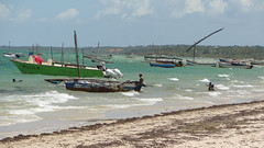 Local Swimmers and Lots of Dhows on the Indian Ocean, Vilanculos, Mozambique (dannymfoster) Tags: africa beach swimmer mozambique dhow mocambique vilankulo vilanculos