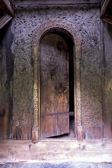 Staaf kerk Borgund- Borgund Stavechurch DDD (Thijs de Bruin) Tags: ddd borgund staafkerk stavechurch norway noorwegen door deur