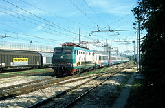 444 022  Porto - Ascoli  12.06.02 (w. + h. brutzer) Tags: italien analog train nikon italia eisenbahn railway zug trains locomotive fs lokomotive 444 elok eisenbahnen eloks webru portoascoli