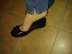 Ballerine (| Alessia Rossini | IT) Tags: black hot sexy feet fetish ballerina toe cd flats jeans barefeet cleavage trav dangling piedi piedini ballerine heelpopping