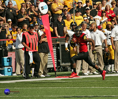 Terps WR Stefon Diggs runs past the first down marker and Iowa's head coach Kirk Ferentz. (Terry Sosnowich Photography (3.1 million views)) Tags: football big maryland iowa homecoming ten hawkeyes terps terrapins b1g kirkferentz stefondiggs