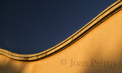 _1110627a (joanpetrus) Tags: light abstract color luz yellow arquitectura peace exterior geometry joy abstracto llum geometria curvas curva cálido
