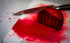 Bloody Beet (~ Pil ~) Tags: desktop red wallpaper rouge bureau magenta murder bloody dexter beet assassin selectivecolor 1920x1200 papierpeint betterave fonddcran meurtre sanglant 19201200 dsaturationpartielle