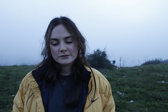 (k.souzas) Tags: woman cold girl beautiful fog mujer amarillo campo guapa niebla frio