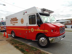 Philadelphia Squad 72A (Engine 907) Tags: rescue philadelphia fire pennsylvania special operations squad department freightliner