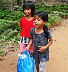 street children 04 (Niccol Mariotti) Tags: street trip canon children asia cambodia angkorwat siemreap angkor cambogia