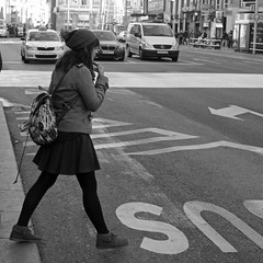 (Cazador de imgenes) Tags: madrid street espaa woman girl female photo donna mujer spain nikon chica candid streetphotography 15 via gran streetphoto espagne spanien spagna spanje ragazza spania  2015 spange d7000