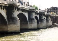 Pont Neuf, Paris' oldest surviving bridge (sftrajan) Tags: bridge paris france seine river puente 1999 unescoworldheritagesite pont brcke francia urbanplanning parigi 16thcentury henryiv henriiv unescowelterbe france1999 patrimoinemondial  patrimoinemondialdelunesco henriiii