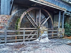 Icy day at the waterwheel (MissyPenny) Tags: outdoors pennsylvania waterwheel lahaska peddlersvillage southeasternpa peddlersvillagepa pennsylvaniatravel