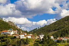 Foz do Cobro (Alfredo Mateus Photography) Tags: sky mountain green portugal clouds village sierra highland shale schist fozdocobro