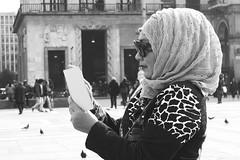 della serie LA STRADA  IN VIAGGI E VIAGGIATORI n. 4 (Maria Grazia Marrulli) Tags: street travel people blackwhite women strada italia gente milano bn persone donne streetphoto viaggio img biancoenero femmes peuple noirblanc selfie 3501 urbanfragments pieropel citazione paesaggiourbano viaggiatori sentirsialtrove vitanellastrada lastradavita sconosciutiallascoperta