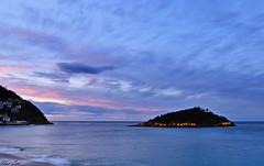 la isla (ibetcid) Tags: sunset sunrise atardecer nikon europa sansebastian basquecountry paisvasco donostia anochecer roja nikonistas horaazul