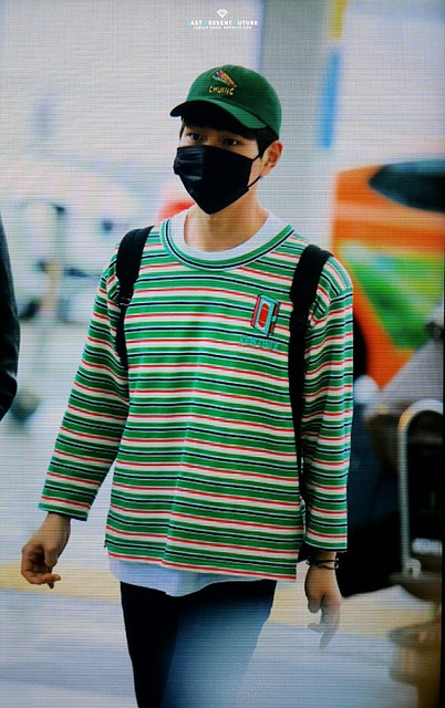 160506 Onew @ Aeropuerto de Incheon {Rumbo a Canadá} 26776279731_9a2af107af_z