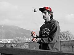 DSCN0240 (aliceinwondershit) Tags: verde amigo rojo enzo pelotas malabares malabarismo ucen pelotaas