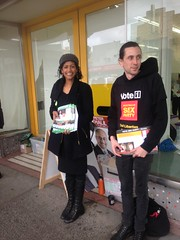 Greens candidate Samantha Ratnam at Glenroy Pre-poll for #Wills2016 (John Englart (Takver)) Tags: election greens wills glenroy prepoll ausvotes samantharatnam ausvotes2016 wills2016