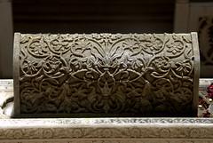 Finely carved Marble tomb crown (VinayakH) Tags: india graves hyderabad tombs carvings necropolis nizam nobility paigah paigahtombs telangana maqhbarashamsalumara