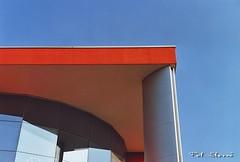 Geometrie Urbane - 2008 (Pol Sberz) Tags: architecture edificio building geometrie architettura urbane polsberz analogic analogiccamera analogica macchinafotograficaanalogica canon canoneos300 zan vicenza veneto italy geometrieurbane