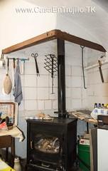 Chimenea y estufa de leña con horno (en cocina)