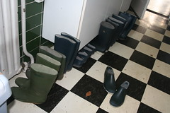 In the kitchen (welliesfan1) Tags: regenlaarzen tuinlaarzen rubberlaarzen laarzen dunlopsportlaarzen hevealaarzen vredesteinlaarzen stiefel regenstiefel gummistiefel wellies boots