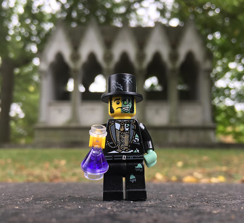 LEGO Collectible Minifigures Series 9 : Mr. Good and Evil