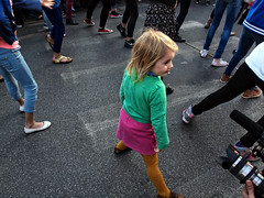FlashMob Molen.Dance ¬ 4973 (Lieven SOETE) Tags: life city brussels people urban art girl festival dance kid chica child arte belgium belgique artistic bambini danza kunst performance young diversity bruxelles ciudad social danse menschen personas niña kind persone human tanz stadt metropolis dança enfant fille personnes mädchen ville meisje jóvenes junge citta joven ragazza 女孩 人 jeune 2014 τέχνη 舞蹈 孩子 люди 年轻 искусство intercultural танец artistik طفل diversité فتاة espacepublic नृत्य interculturel socioartistic लड़की 艺术的 बच्चा कलात्मक मानव युवा sintjansmolenbeeksaintjean