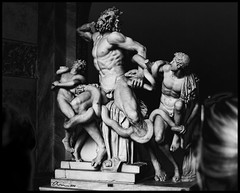 painful (esquizometrica) Tags: bw sculpture white black blanco negro bn escultura strangled snakes sons hijos serpientes laoconte laocoonte estrangulados