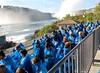 Bande de Schtroumpfs en attente embarquement pour les chutes du Niagara Canada