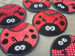 ' The Ladies in red.... ' (Carla Cordeiro) Tags: fuxico ladybug feltro patchwork joaninha ♥ potholder viés pegadordepanela