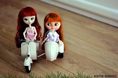 Vai uma carona aí? / Wanna a ride? - Mélanie & Aimée :: Pullip Hannah & Blythe Pow Wow Poncho (Custom Simone Albergaria)