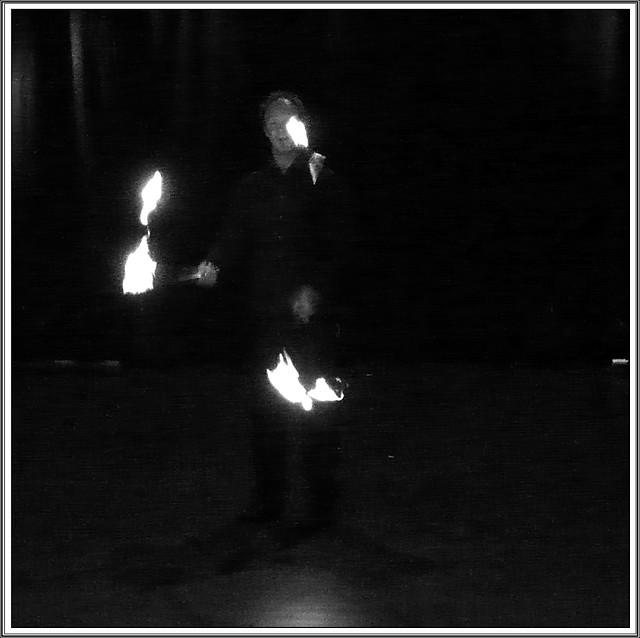4 -Saint-Vallier ECLA Cabaret circassien Immo, ça va bien, jonglerie avec torche de feu