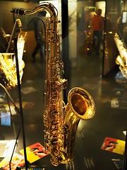 PC122386 (lychee_vanilla) Tags: music expo belgique bruxelles exhibition muse mum instrument sax brssel saxophone anniversaire tenorsaxophone adolphesax musedesinstrumentsdemusique sax200