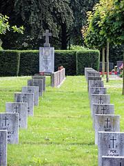 Dössel, Ehrenhain (RainerV) Tags: friedhof geotagged deutschland osm deu nordrheinwestfalen denkmal warburg openstreetmap ehrenmal 2842 1407 dössel geo:lat=5152298183 geo:lon=916376710 free4osm